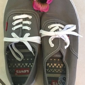 Levi's gray sneakers size 8.5 canvas shoes